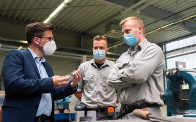 SPD-Politiker Kutschaty und Börner besuchen die Ausbildungswerkstatt von ArcelorMittal Duisburg